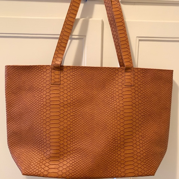 Bloomingdale's Handbags - Bloomingdales faux snakeskin tote bag: Brand New!
